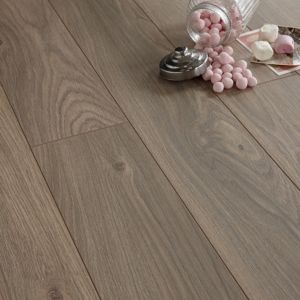 View Colours Arpeggio Heritage Oak Effect Laminate Flooring 1.85 m² details