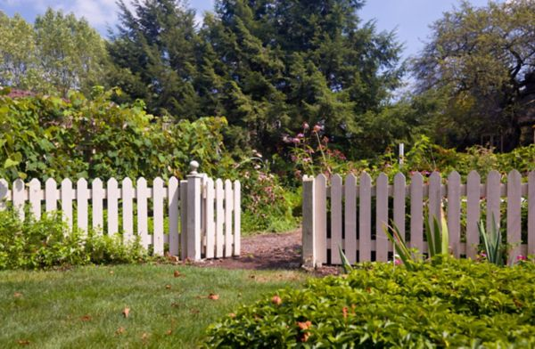 BUYER'S GUIDE TO FENCES