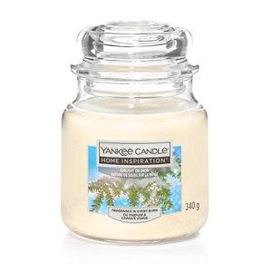 Image of Yankee Candle Sunlight On Snow Candle Medium