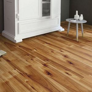 Image of Bravo Natural Wood effect Laminate flooring 1.76m² Pack