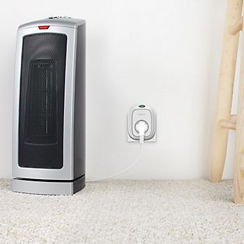 WeMo Insight Switch Plug Socket with heater plugged in