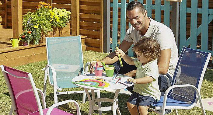 Family garden with Janerio kids garden furniture