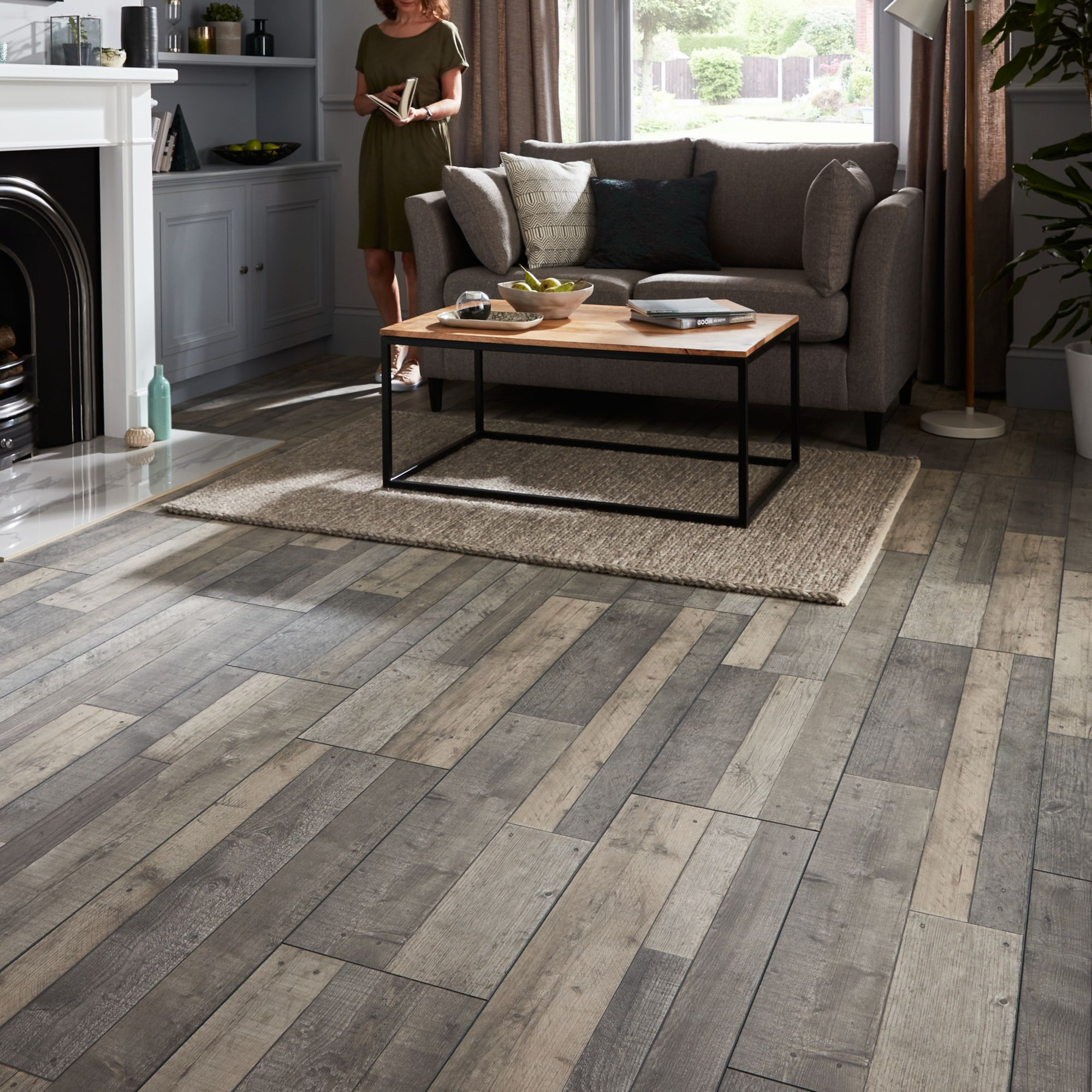 Goodhome Dunwich Grey Oak Effect Laminate Flooring 2 18m Pack Departments Diy At B Q