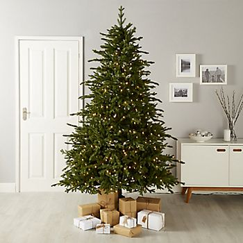 228cm  Pre-Lit LED Choinka Thetford Artificial Christmas Tree