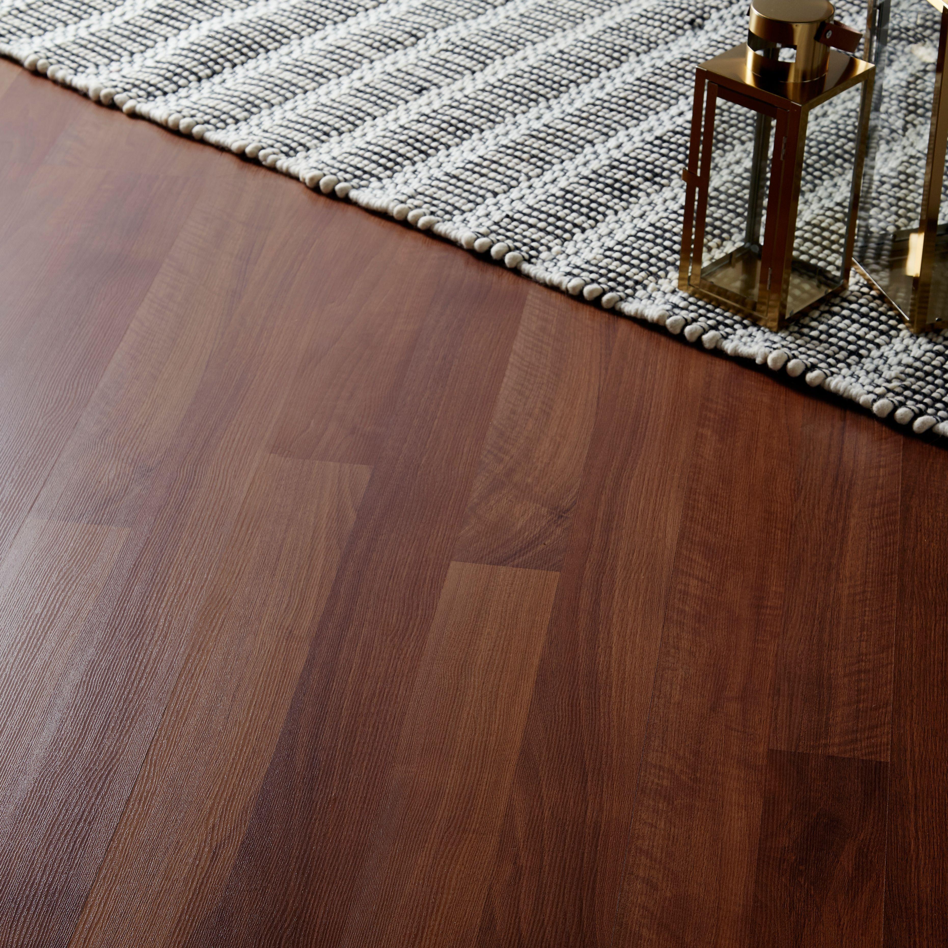 Geraldton Natural Oak effect Laminate flooring sample