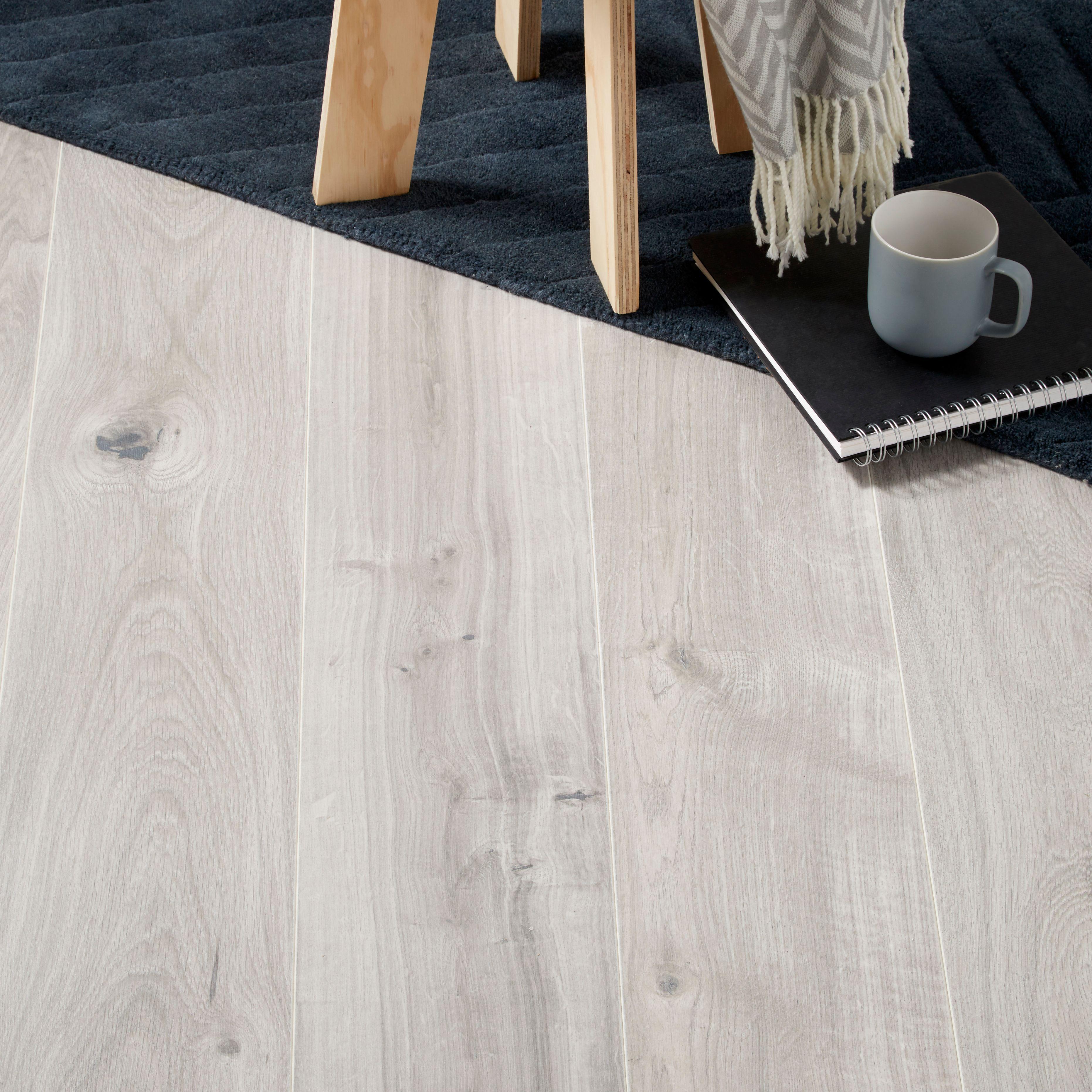 Gladstone Grey Oak effect Laminate flooring sample 1.996
