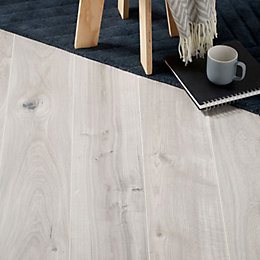 Gladstone Grey Oak effect Laminate flooring sample 1.996