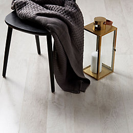 Bannerton White Oak Effect Laminate Flooring Sample 2.058