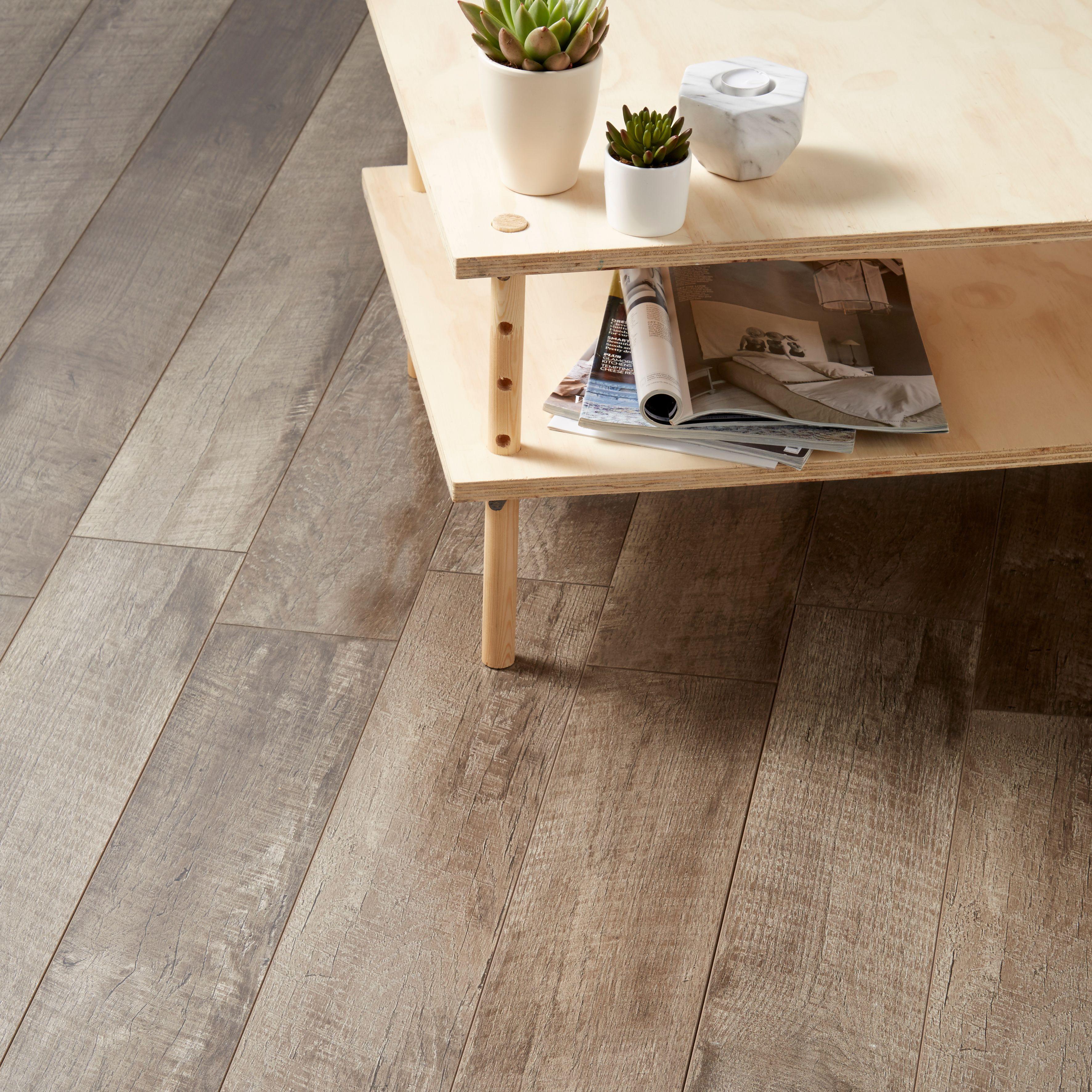 Bannerton Grey Oak effect Laminate flooring sample 2.058
