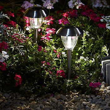 Kitmat stainless steel stake lights in gravel