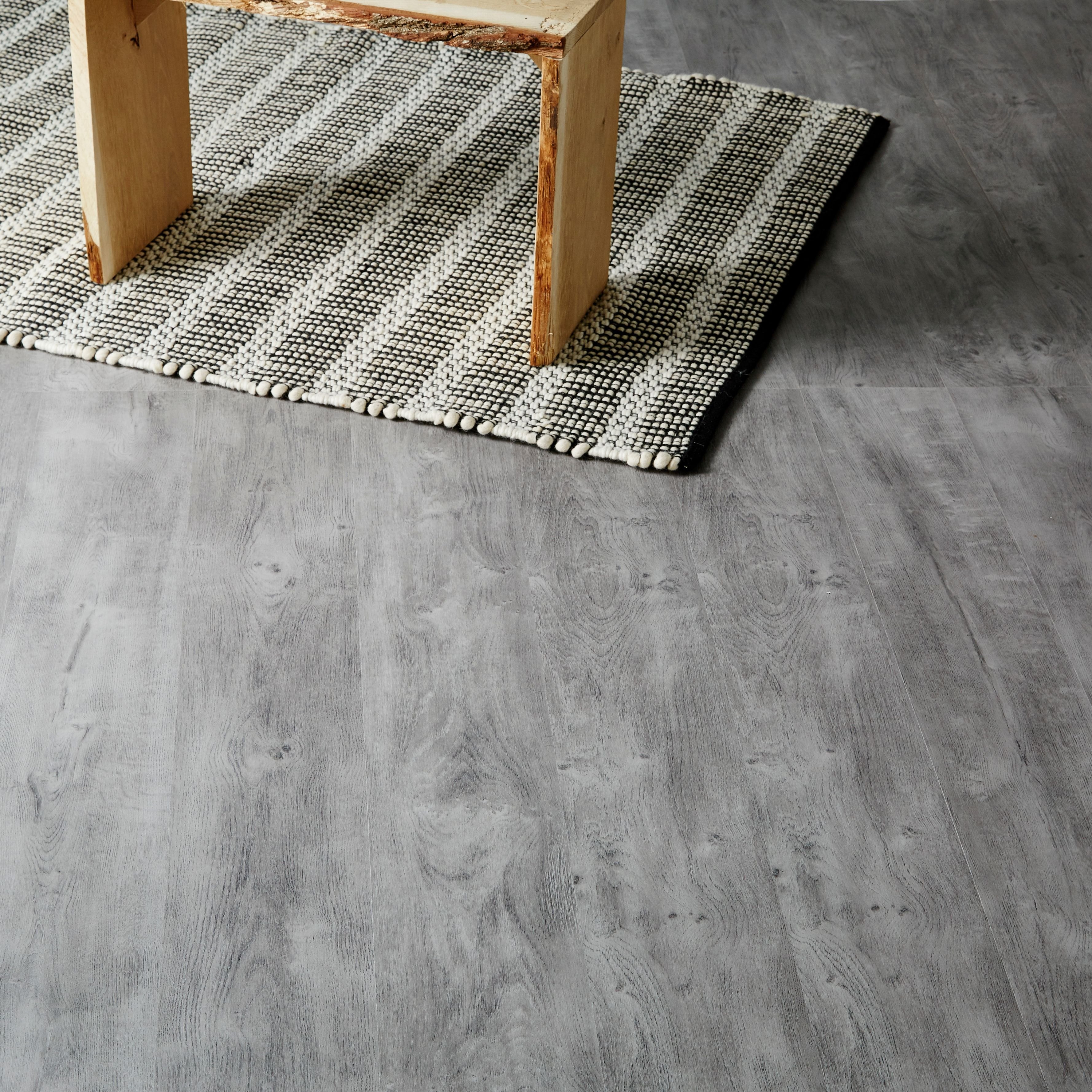 Caloundra Grey Oak Effect Laminate Flooring 2 467 M² Pack Departments Diy At B Q
