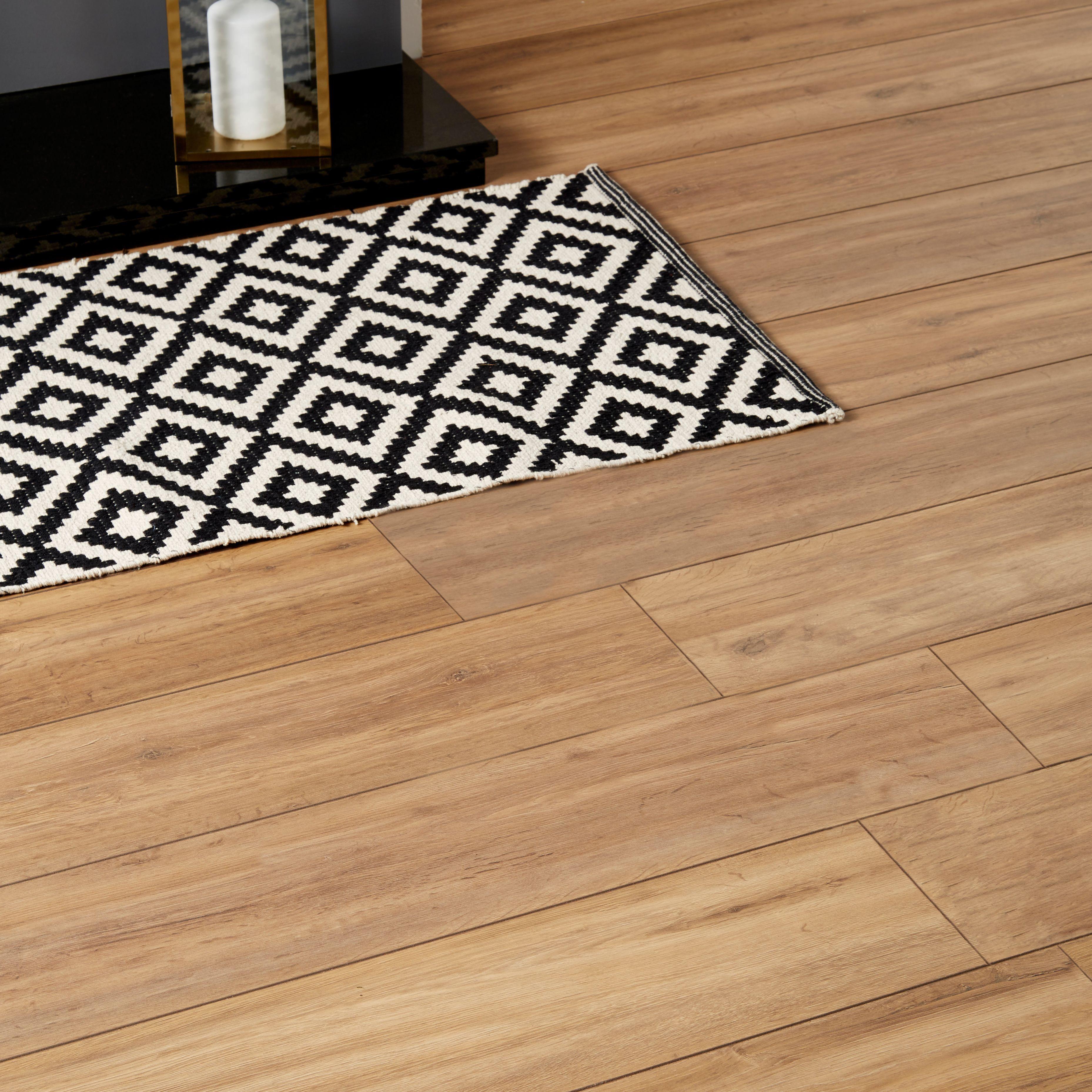 Goodhome Devonport Natural Oak Effect Laminate Flooring