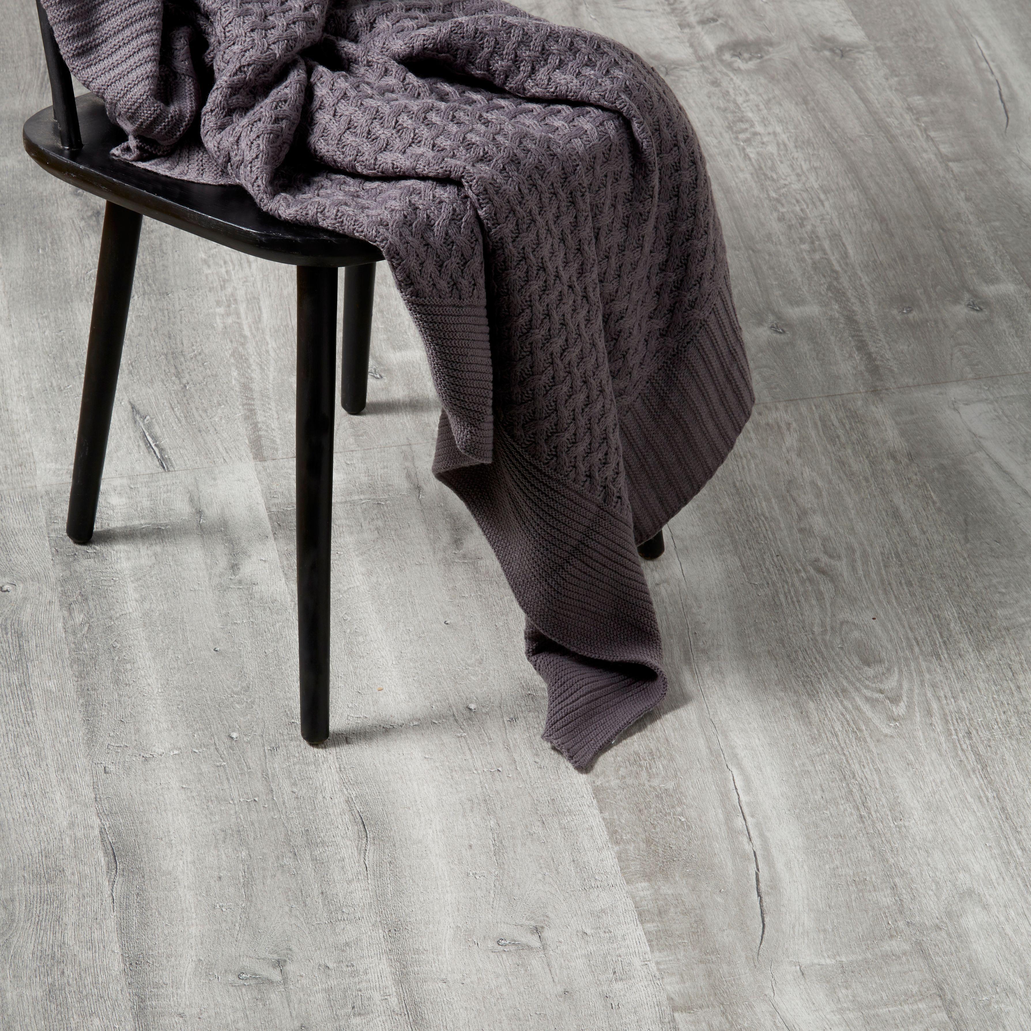 Aberfeldy Grey Oak Effect Laminate Flooring 1 996 M² Pack Departments Diy At B Q