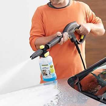 Karcher Car Cleaning Kit cleaning a car