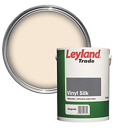 Leyland Trade Magnolia Silk Vinyl emulsion paint 5L