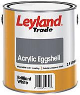 Leyland Trade Brilliant white Eggshell Emulsion paint 2.5L