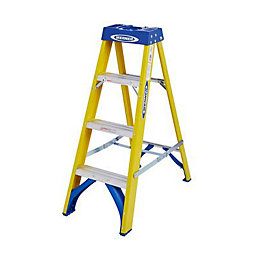 Werner 4 Tread Fibreglass Swing Back Stepladder, 1.1M