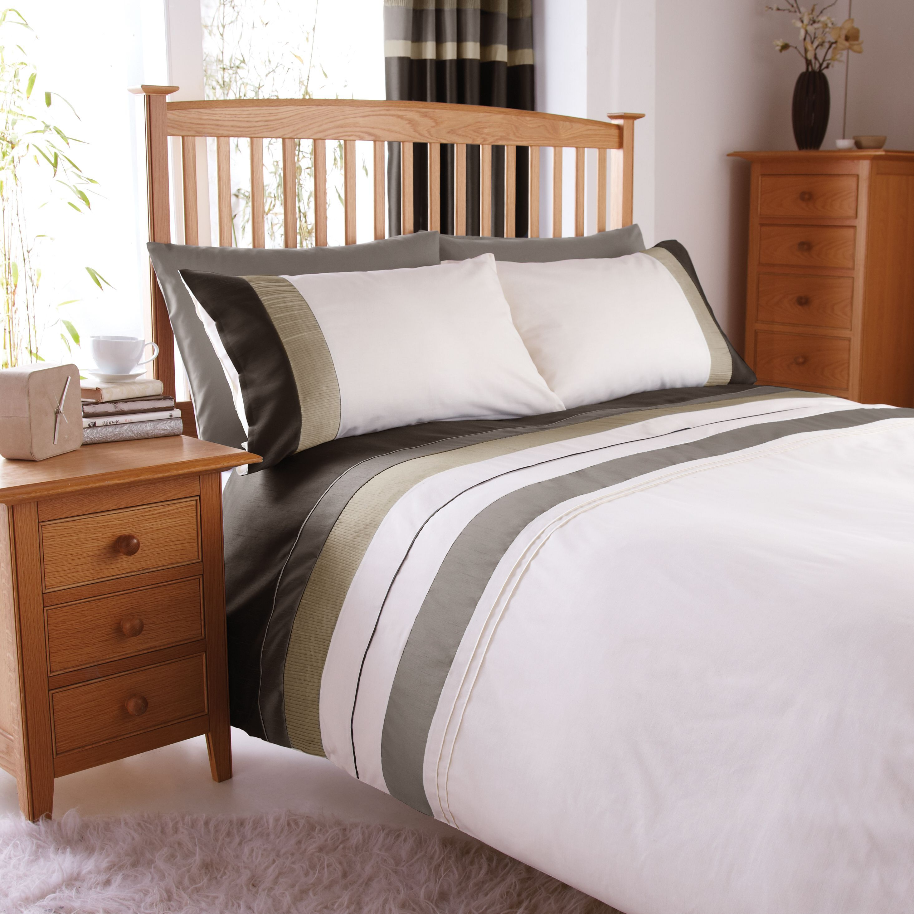 Chartwell Metro Striped Cream Double Bed cover set