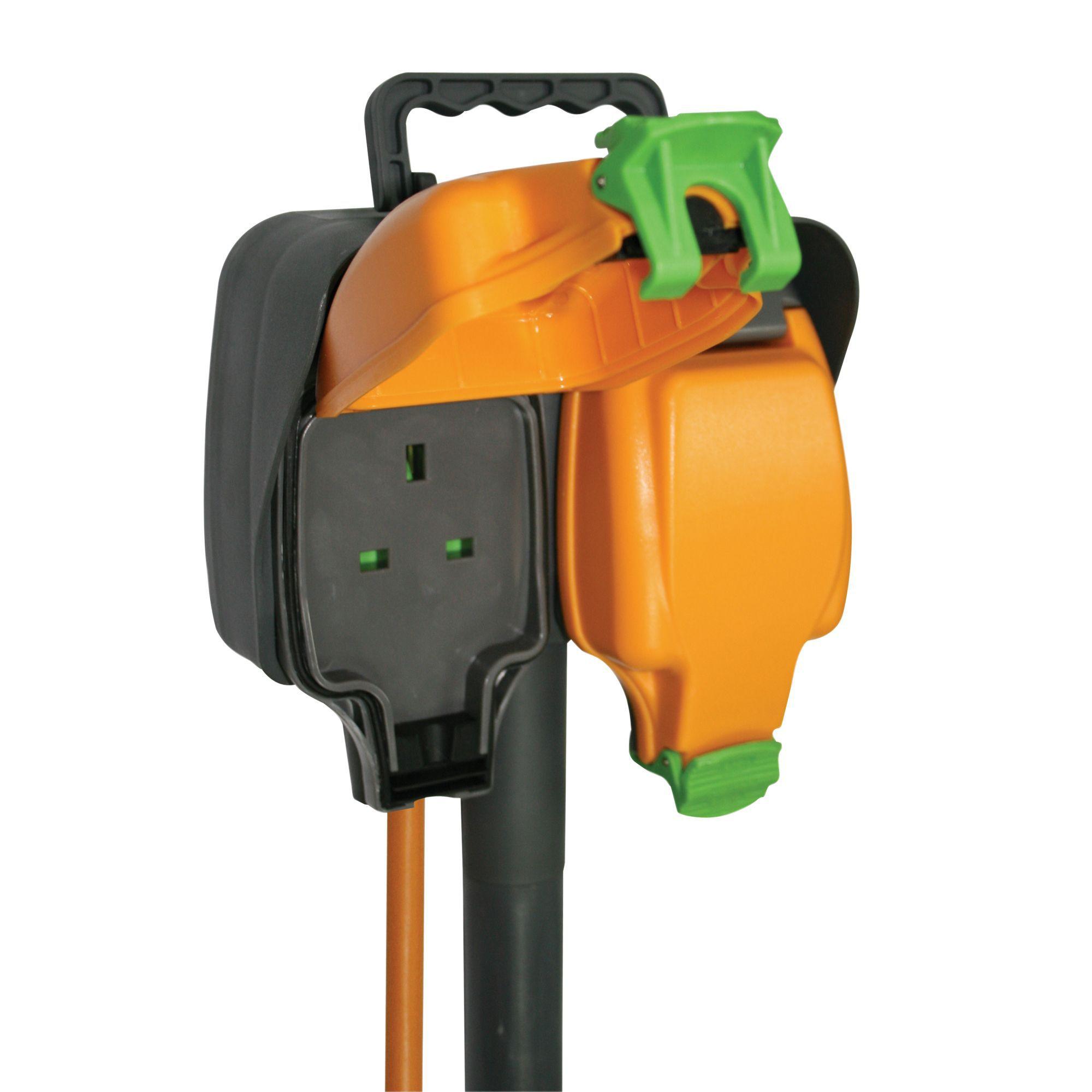 Masterplug 2 Socket 13 A Trailing Socket Garden Spike 15 M