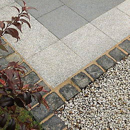 Black Natural Granite Paving Setts (L)100mm (W)100mm, Pack