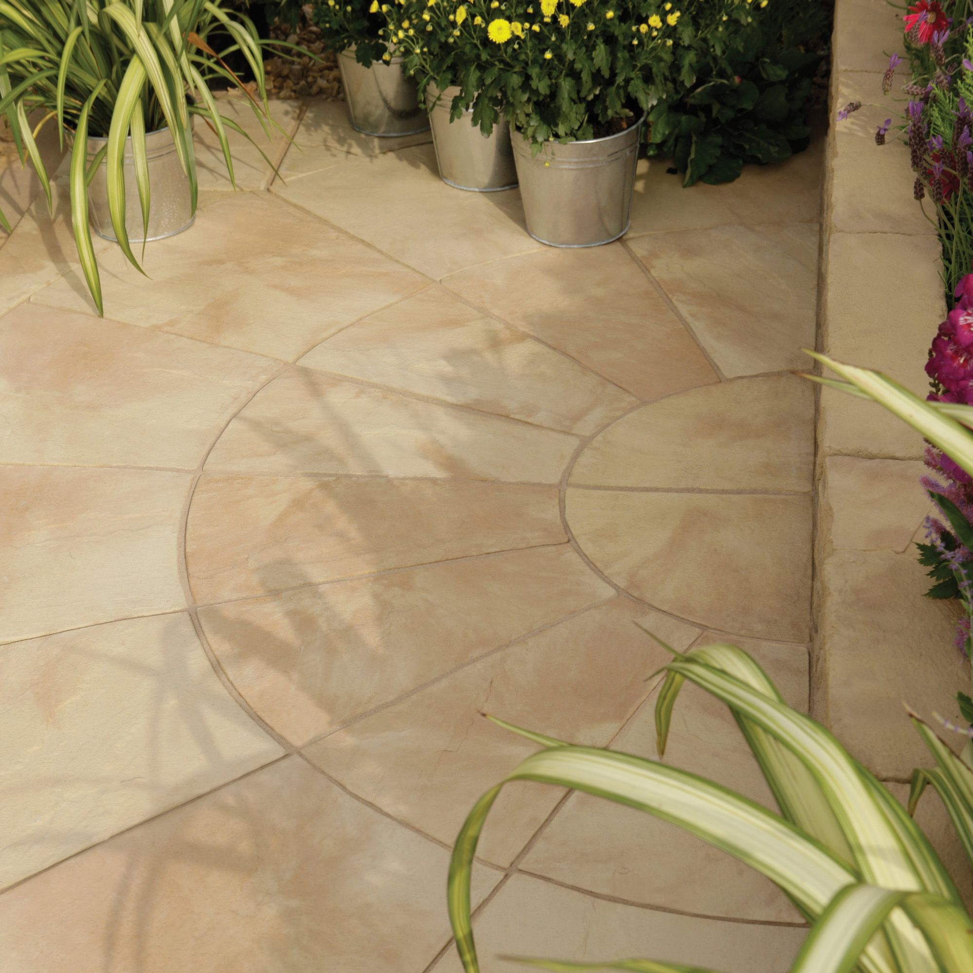 Autumn bronze Old Riven Circle paving pack 2.4m