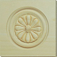 Solid pine Flower corner blocks (W)90mm (L)90mm