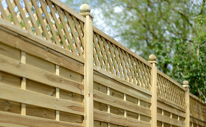 Ledbury Continental Lattice top fence panel