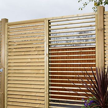 Urban Natural Adjustable Garden Screen in garden