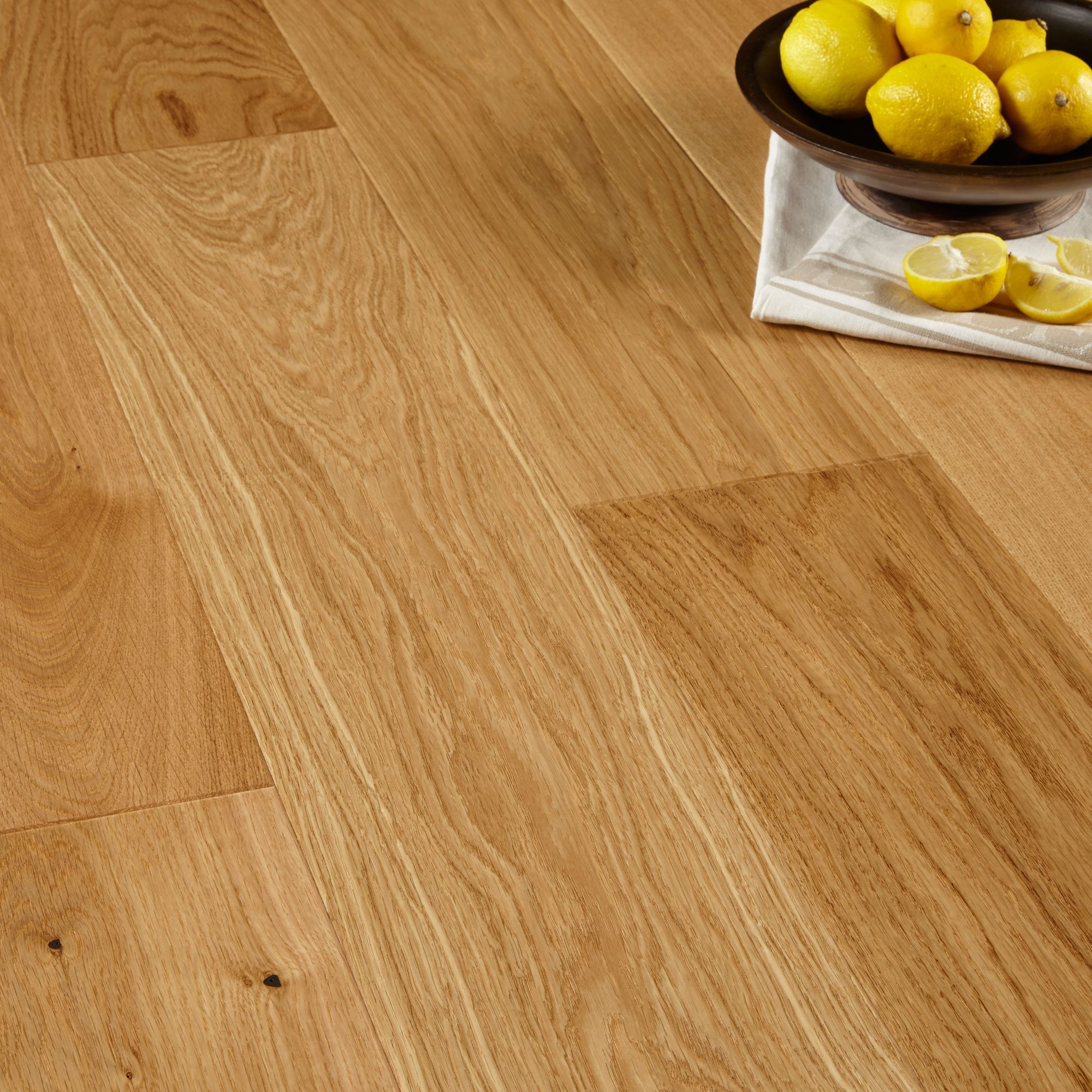 Colours Sotto Oak effect Wood Top layer flooring 1.37m² Pack ...
