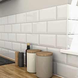 Trentie White Bevelled edge Ceramic Wall tile, Pack