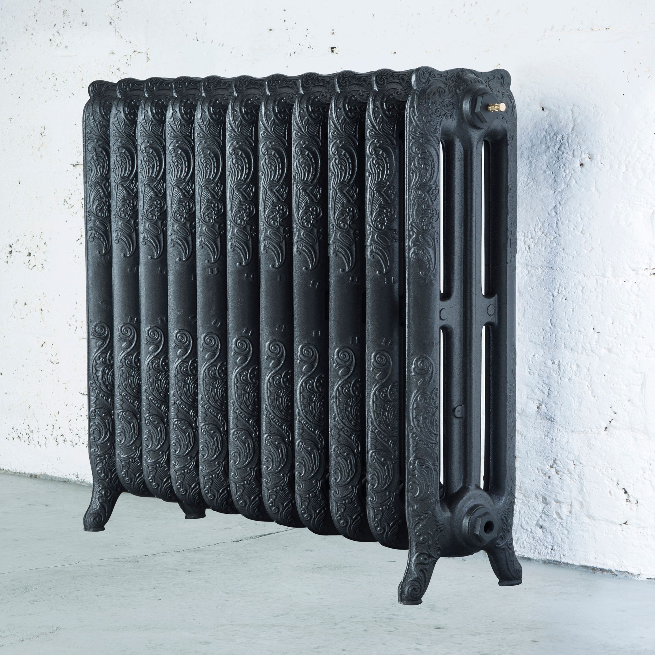 Arroll Montmartre 3 Column radiator, Pewter (W)914mm (H)760mm