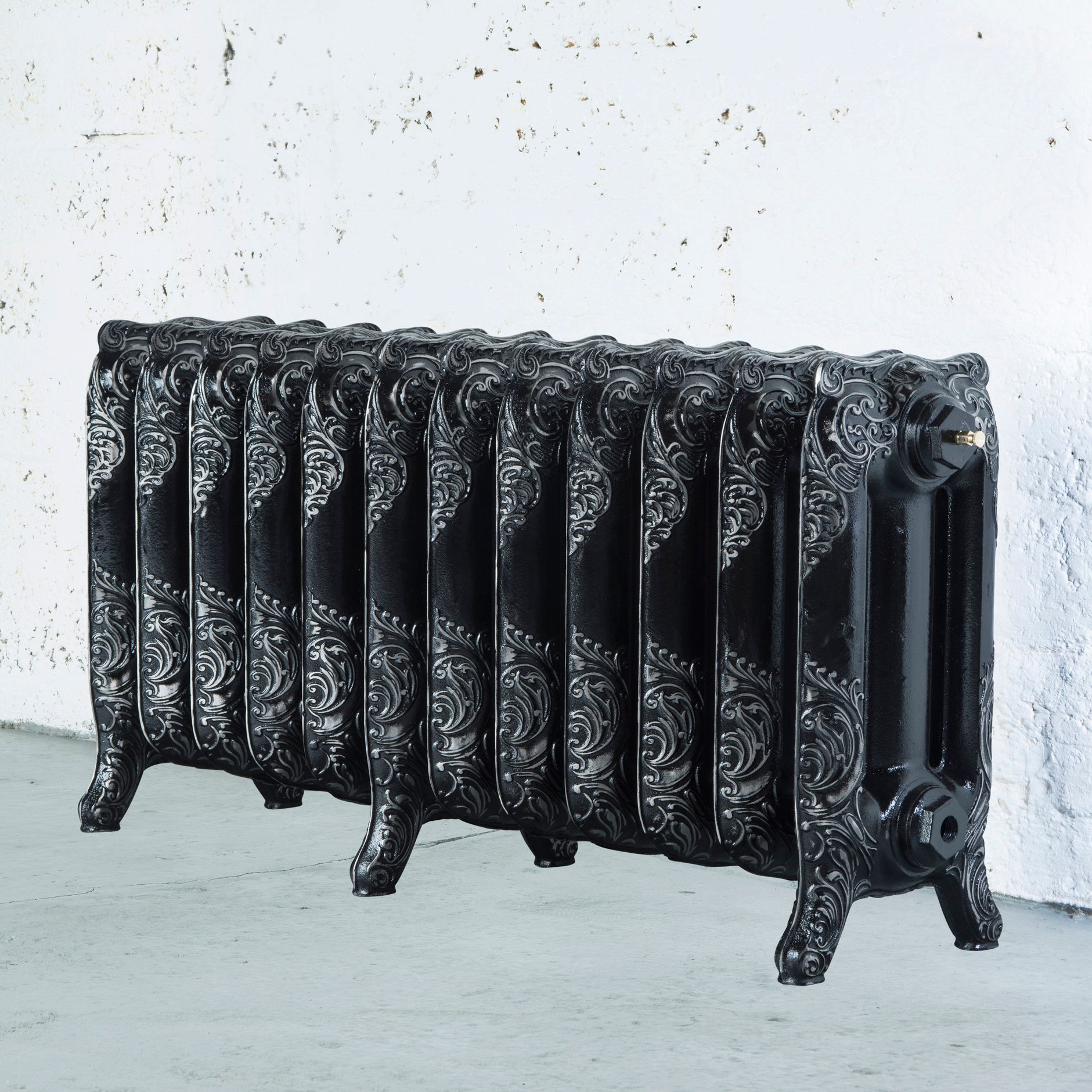 Arroll Montmartre 3 Column radiator, Black & silver