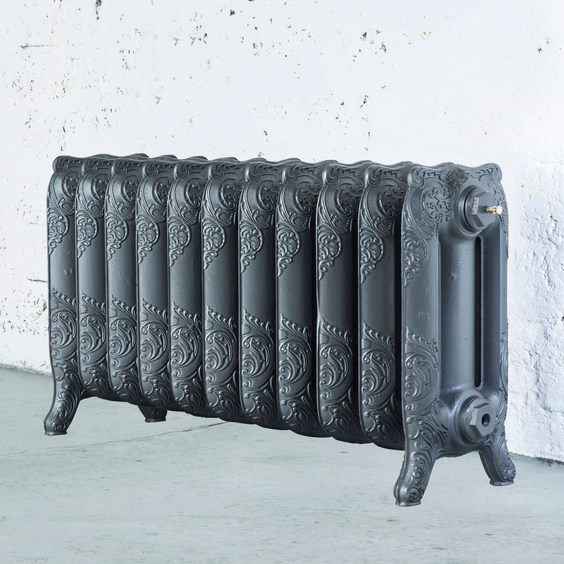 Arroll Montmartre 3 Column radiator, Cast grey (W)914mm