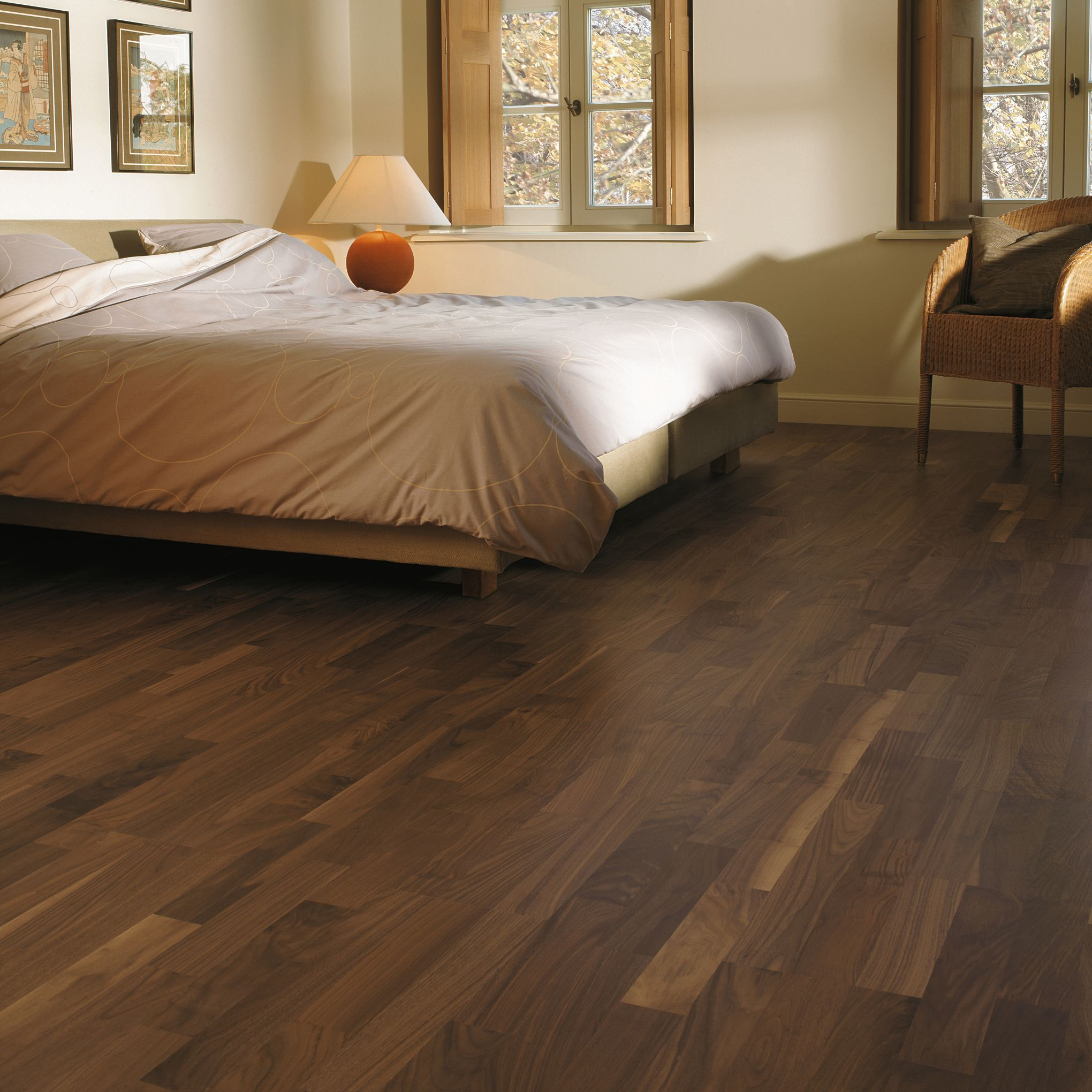 Alauda Classic Walnut Effect Long Plank Laminate Flooring 2 45 M² Pack Departments Diy At B Q