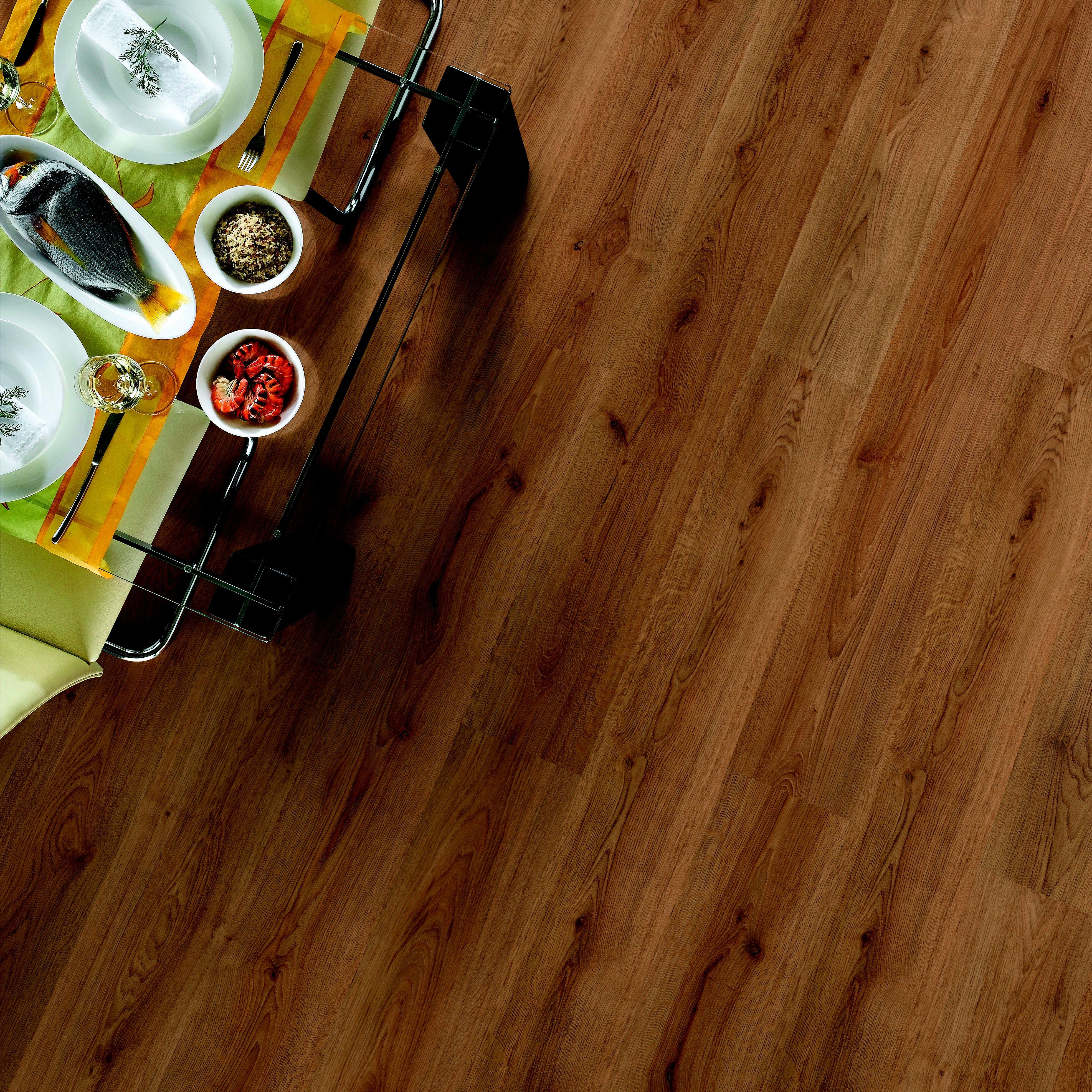 Oak Effect Laminate Flooring 2 92m² Pack Departments Diy At B Q