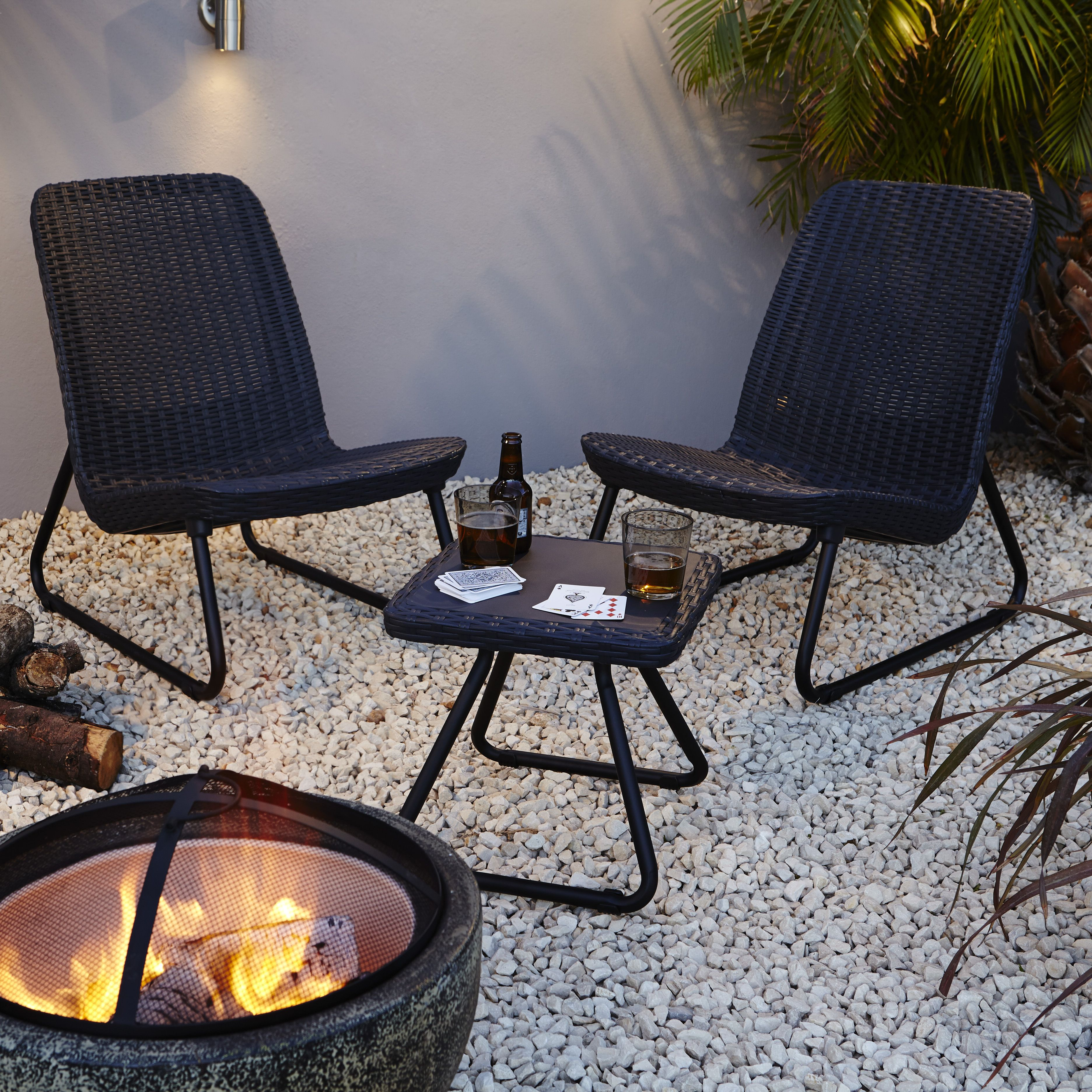Round Garden Table And Chairs B Q Brokeasshome Com