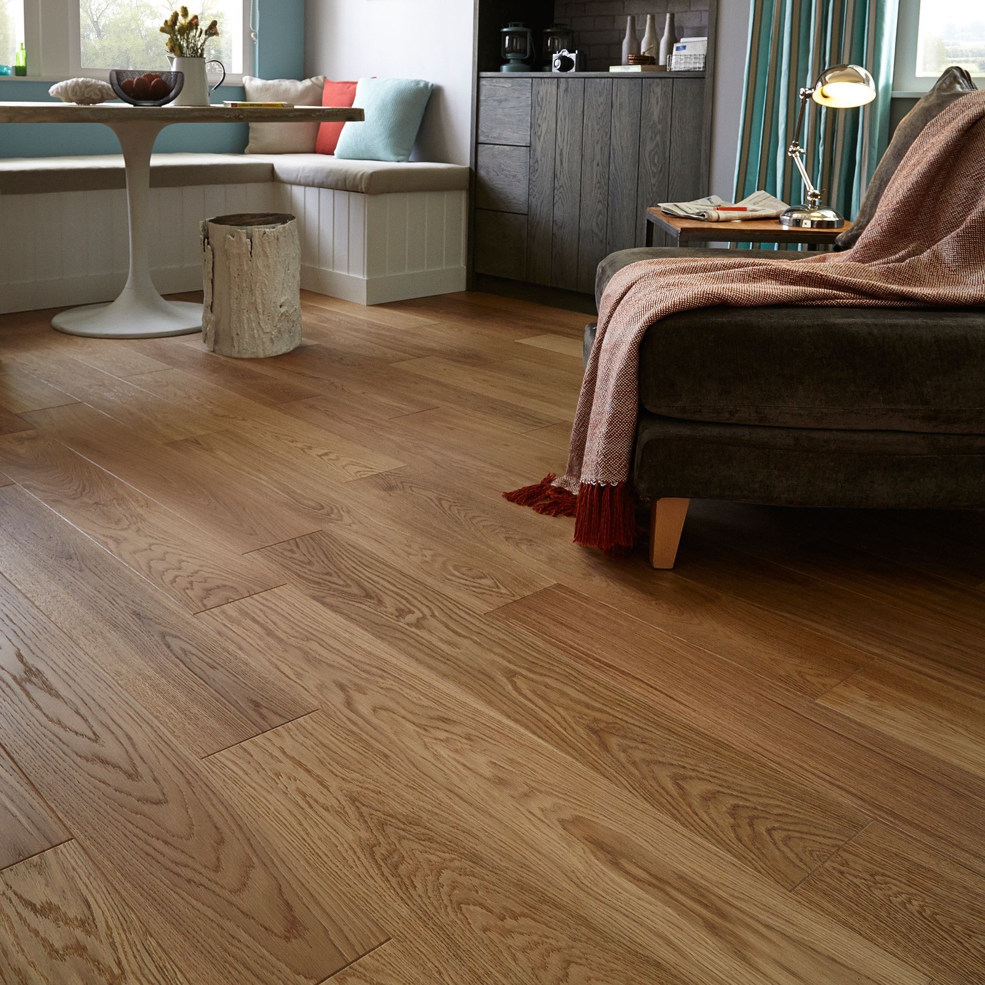 Quick step cadenza natural oak effect wood top layer for Natural oak wood flooring