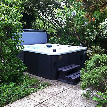 Hot tub in a garden