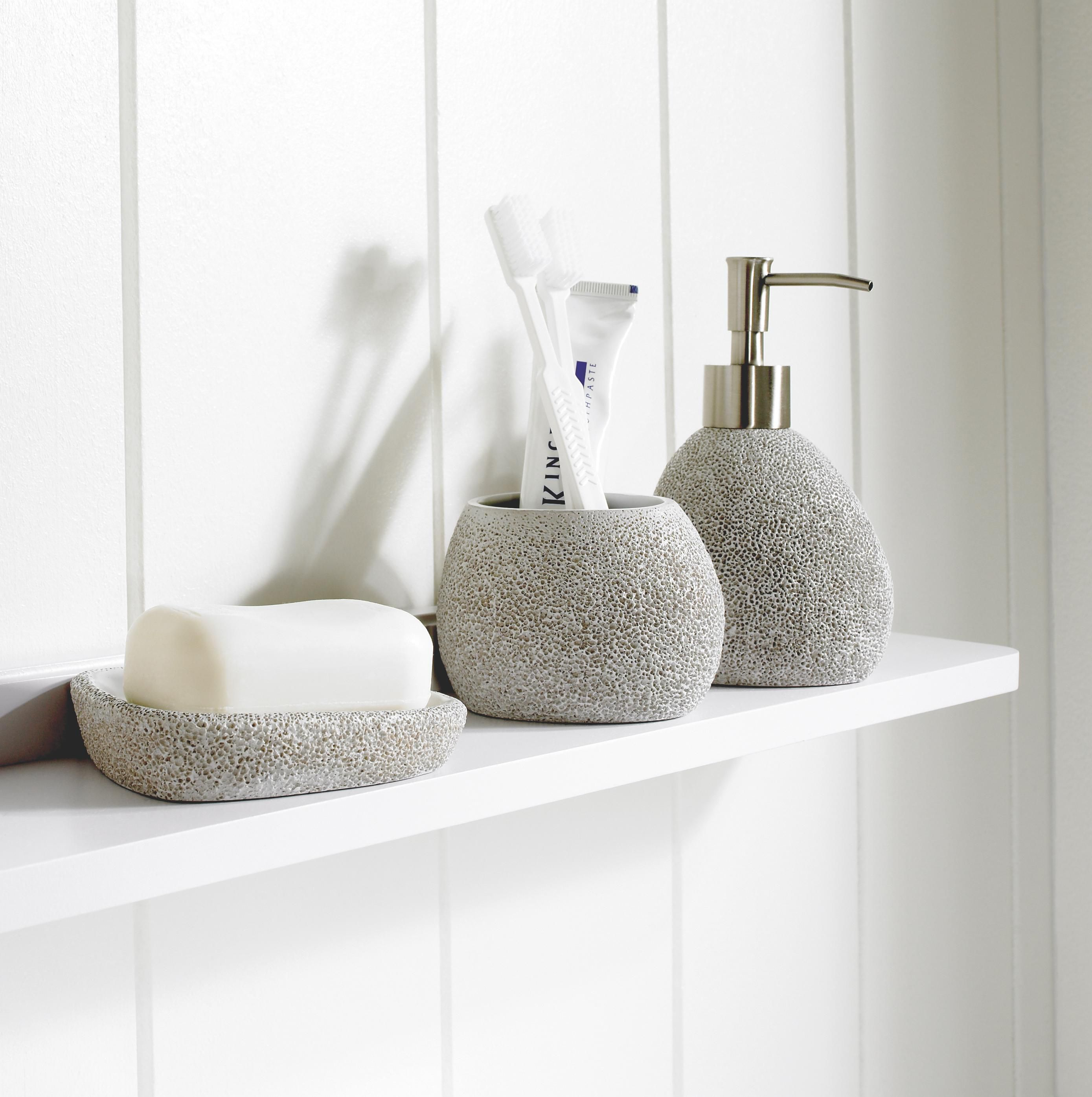 Charmant Toothbrush Holders