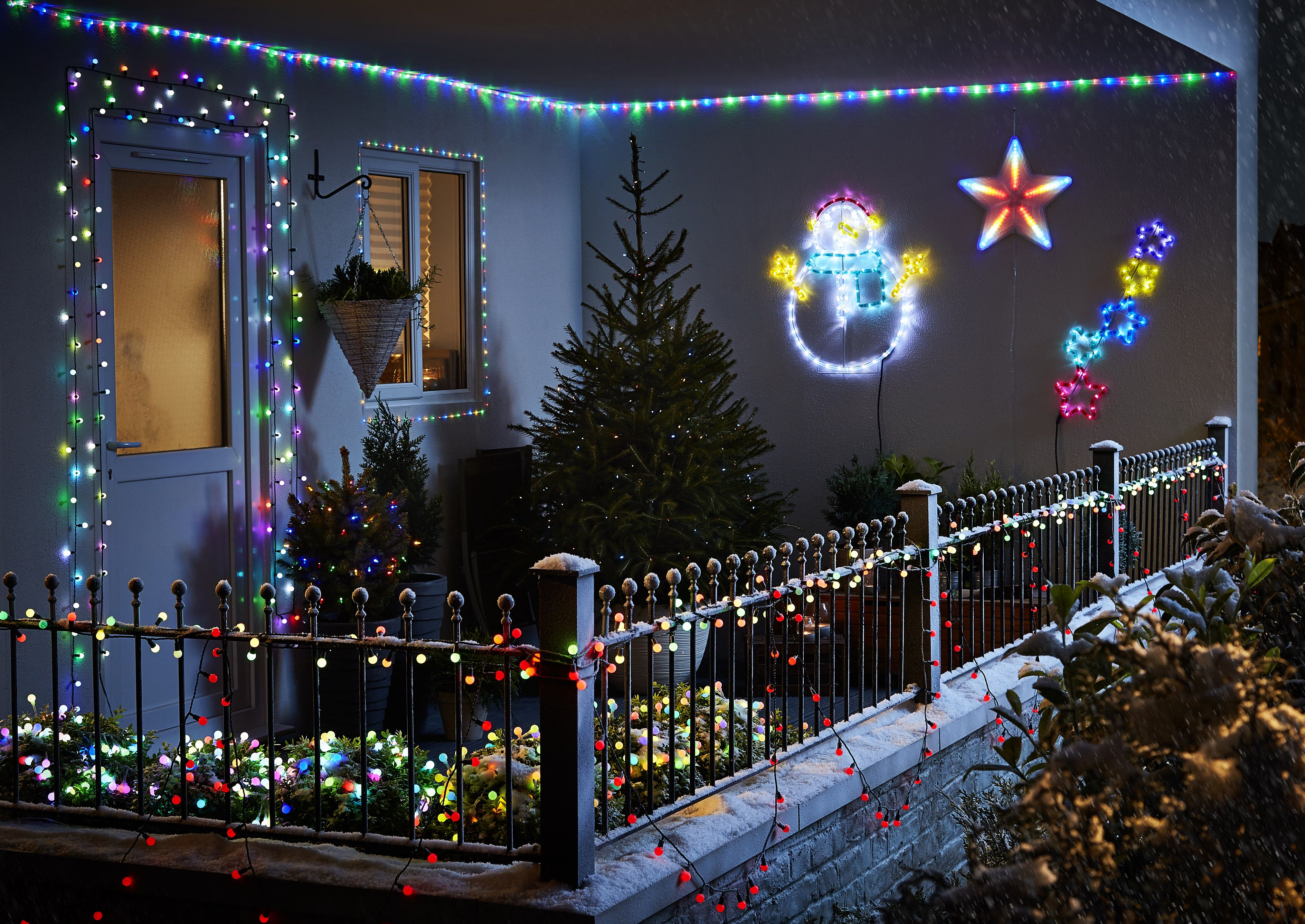 image of how to hang christmas lights outside on tall trees how to