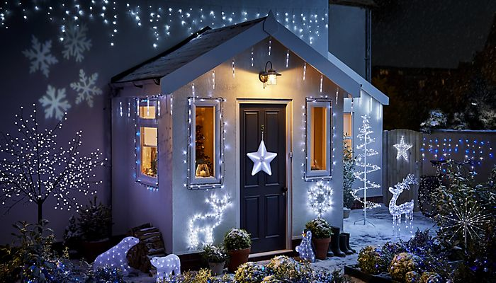 How to hang outdoor christmas lights ideas advice diy at bq home decorated with christmas lights aloadofball Images