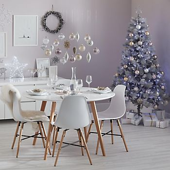 Winter Wonderland champagne and dusky pink decorations