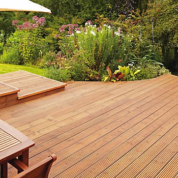 Curved timber deck around a flowerbed