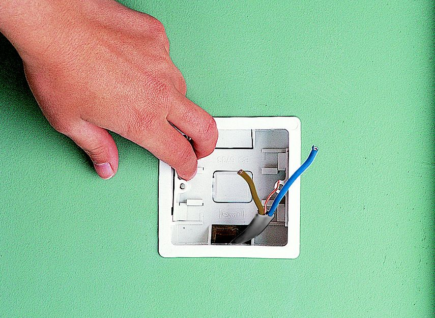 How to fit replace electric sockets ideas advice for What kind of paint to use on kitchen cabinets for jeweled metal wall art