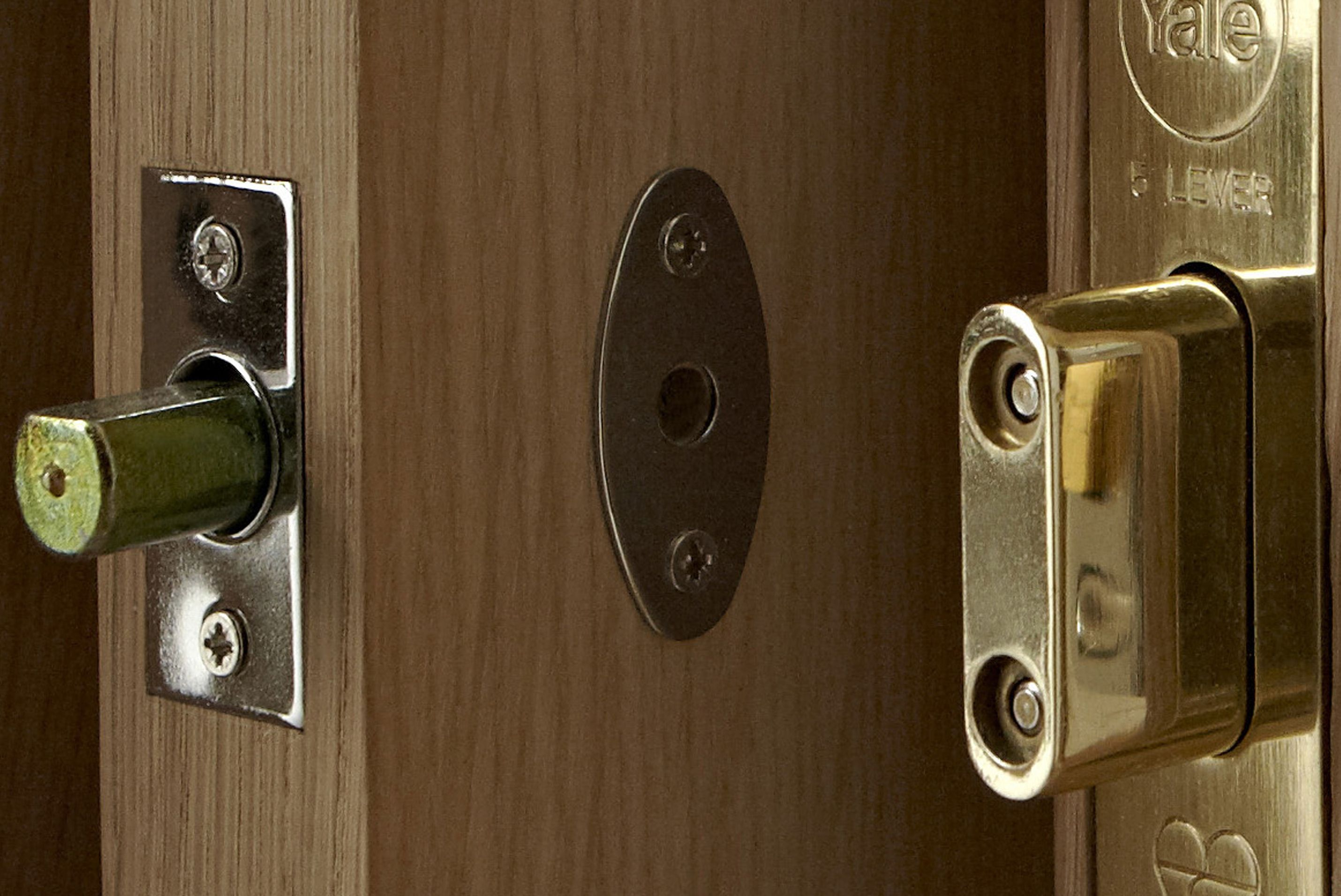 Door window locks buying guide ideas advice diy at bq for How to fix a bathroom door lock