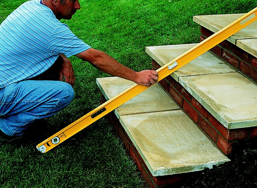How to build garden steps ideas advice diy at b q for What goes into building a house