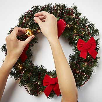 Plain Wreath being decorated