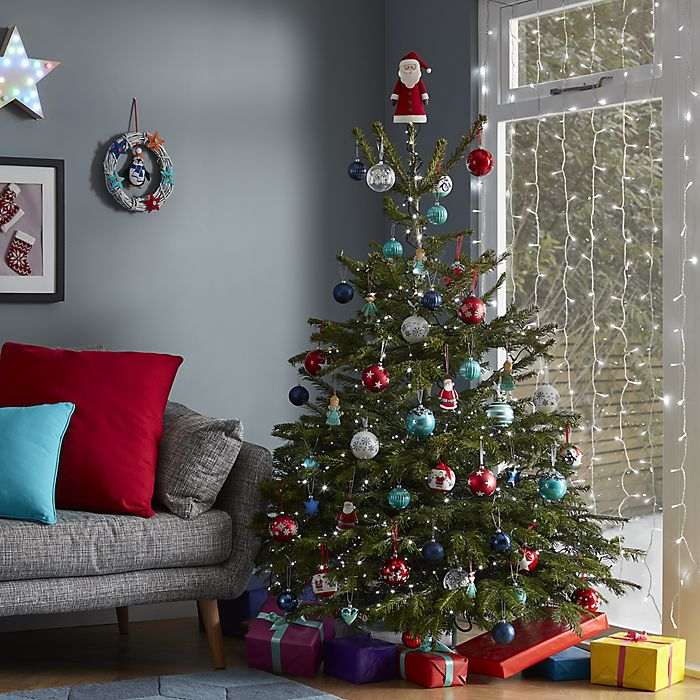 Real Christmas Tree.Real Christmas Tree Buying Guide Ideas Advice Diy At B Q