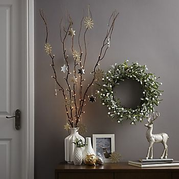 Timeless Tradition wreath display
