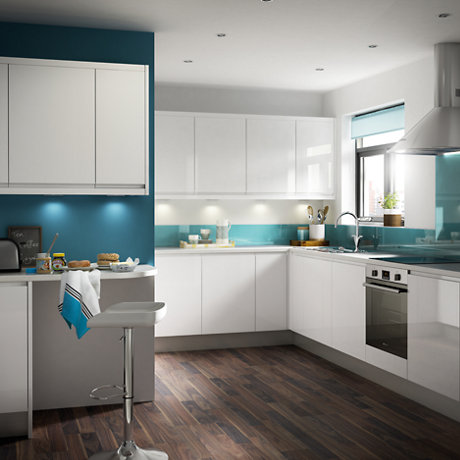 IT Marketti white gloss kitchen